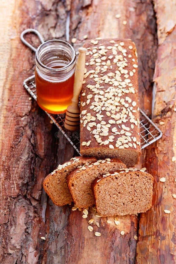 Chleb z miodem i owsami zdjęcie stock