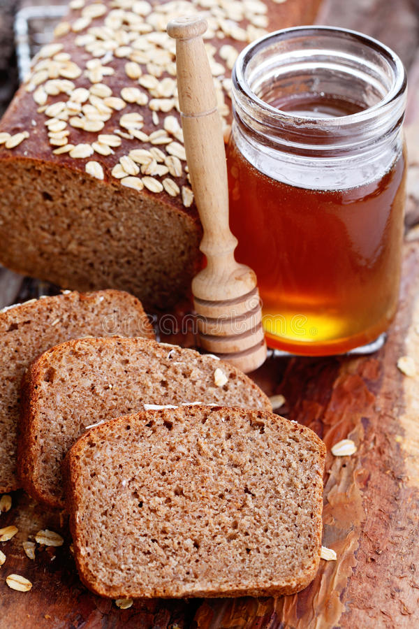Chleb z miodem i owsami obrazy royalty free