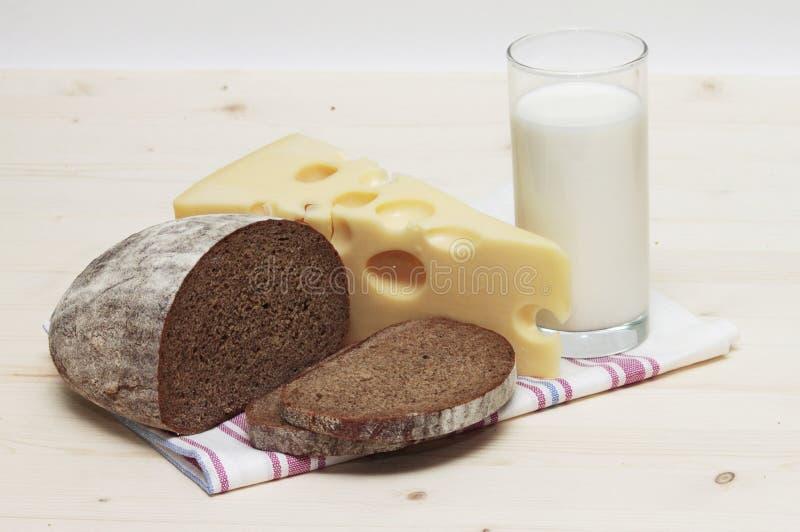 Chleb z mlekiem i serem obrazy royalty free