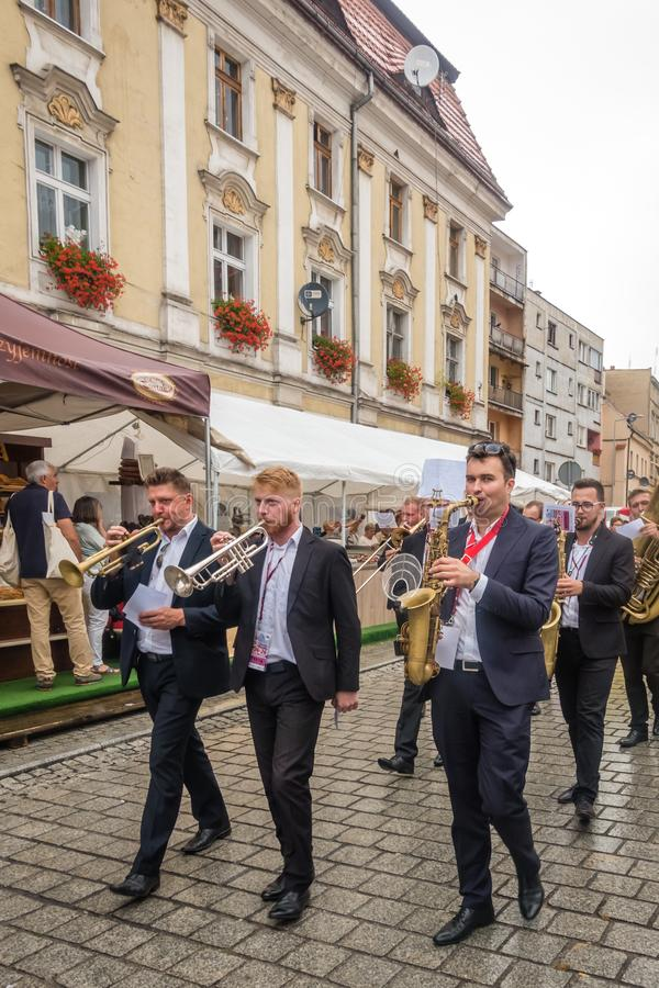 Chlebowa i Piernikowa festiwal parady orkiestra zdjęcia stock