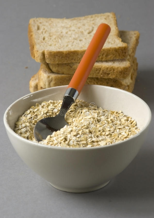 chlebowi pucharów owsy zdjęcia stock