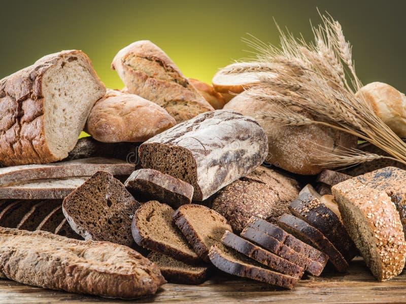 Download Chlebowi różni typ obraz stock. Obraz złożonej z mąka - 57652111