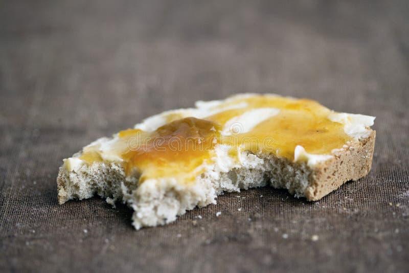chlebowy masło jedzący przyrodni dżem fotografia stock