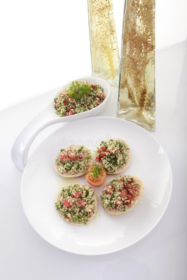 chlebowy nafciany oliwny pita oliwny tabouli obrazy stock
