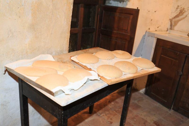 Chlebowy przygotowywający podpalającym fotografia royalty free