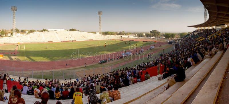 Chlldrens w stadium w Bamako fotografia royalty free