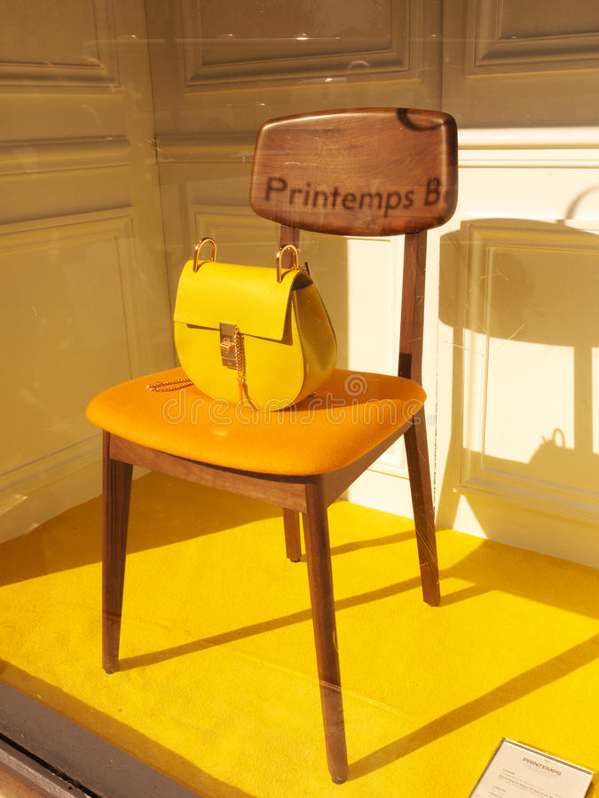 Chloé-Handtasche Printemps-Schaukasten Paris stockbild