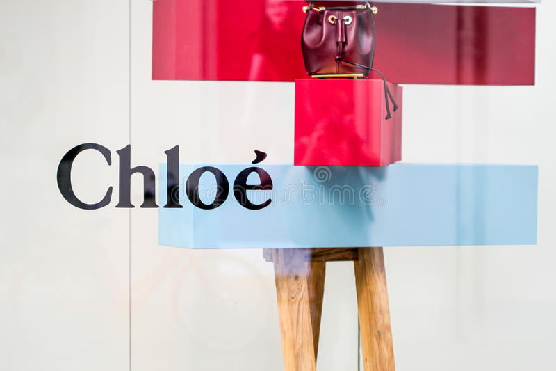 Chloe toont vensters stock foto