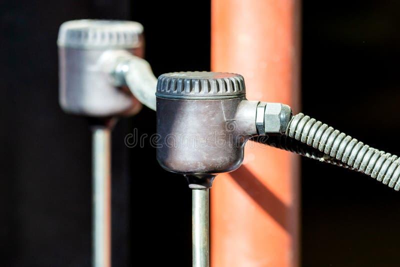 Chlore de mesure de mètre électrique de chlore dans l'eau de tuyau image libre de droits