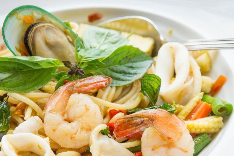 Chmielni kluski, spaghetti owoce morza zdjęcie stock