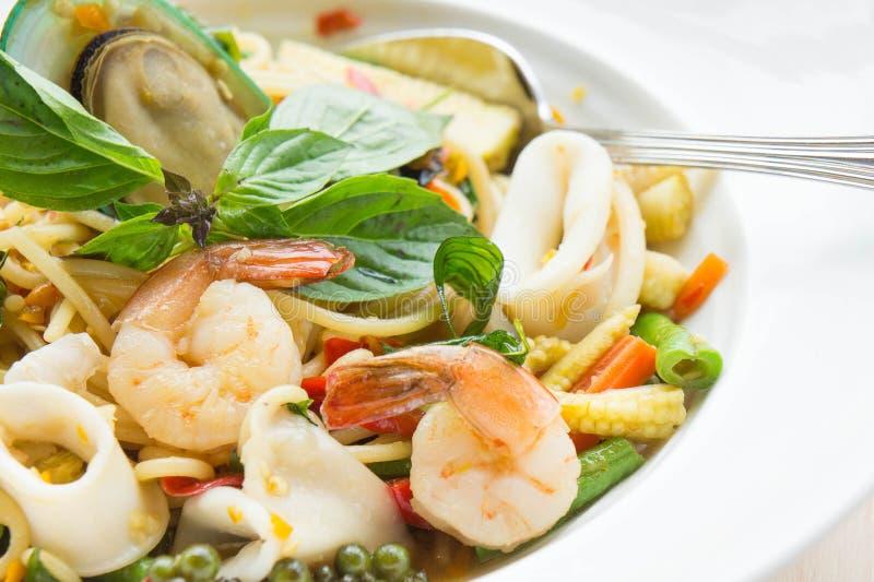 Chmielny kluski owoce morza spaghetti Karmowy smak Tajlandia fotografia stock