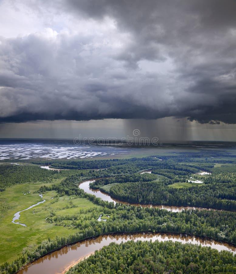 chmur lasu deszczu rzeka zdjęcie royalty free