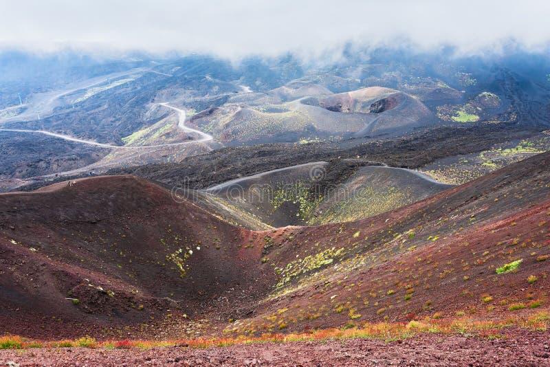 Chmura nad kraterami na górze Etna obraz stock