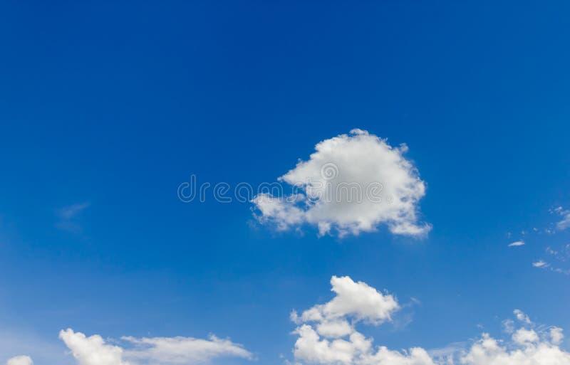 Download Chmura niebo obraz stock. Obraz złożonej z piękno, jaskrawy - 57661597