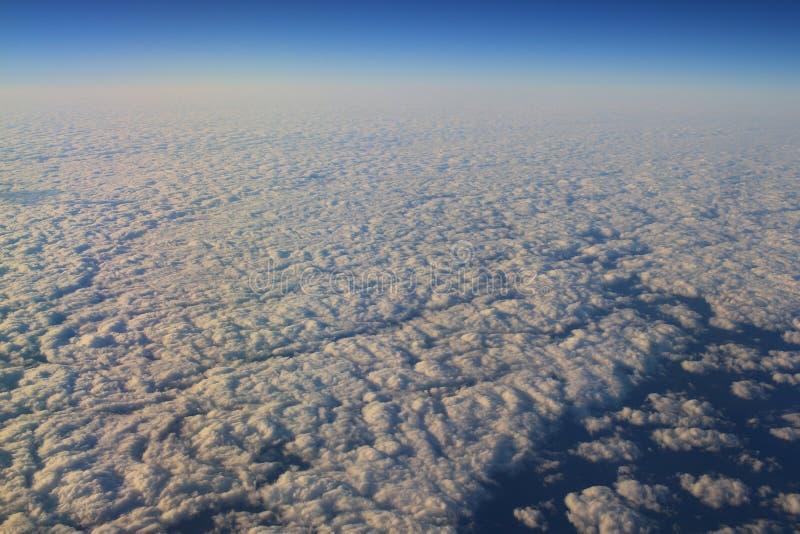 chmura od lotniczego widoku i niebieskie niebo zdjęcia stock