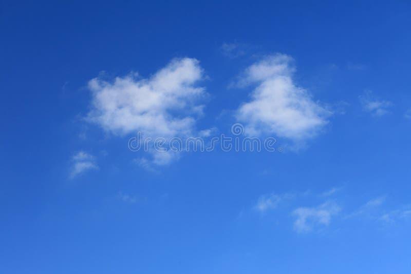 Chmura w niebieskim niebie zdjęcie stock