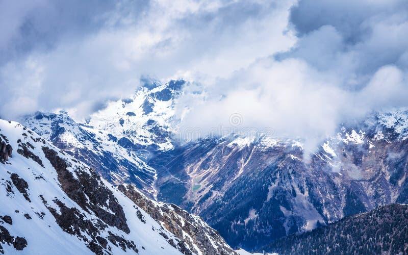 Chmurna dolina w Alps obrazy stock
