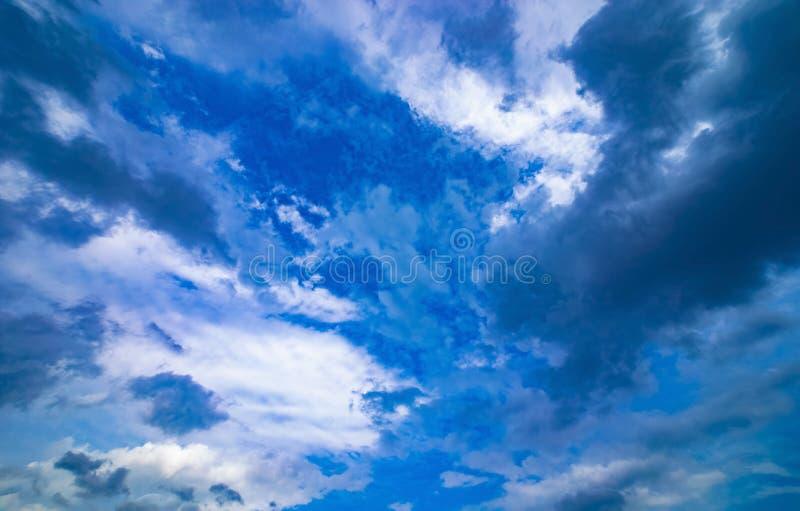 Chmurnego nieba dzień zdjęcia royalty free
