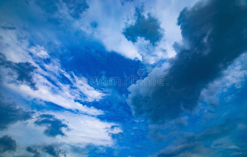 Chmurnego nieba dzień obrazy royalty free