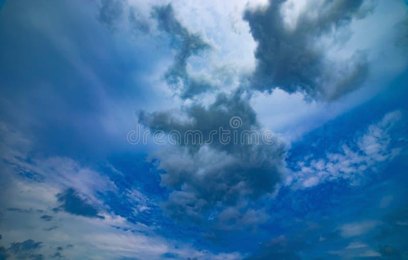 Chmurnego nieba dzień zdjęcie royalty free