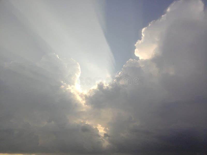 Chmurnieje — co i jak jesteśmy chmurą, typy chmury one tworzy zdjęcia royalty free