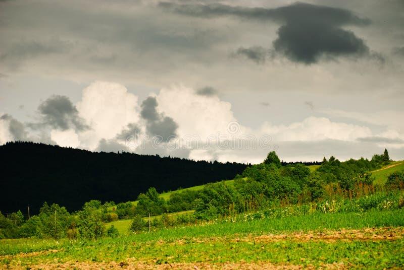 Download Chmurnieje burzę obraz stock. Obraz złożonej z tło, chmury - 23059309