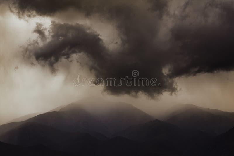 chmurnieje ciemnego dramatycznego złowieszczego niebo fotografia royalty free