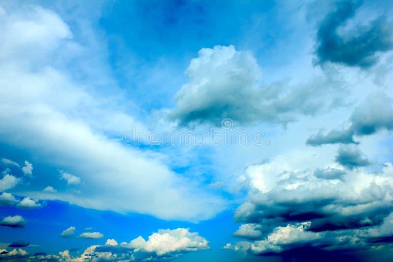 chmurnieje dramatyczną burzę zdjęcie royalty free