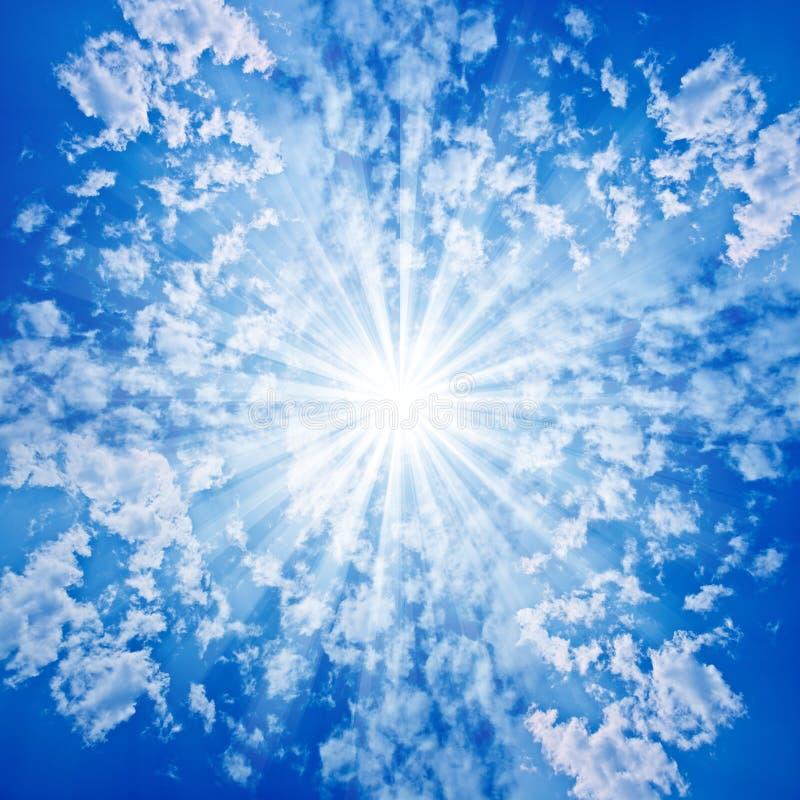 chmurnieje nieba słońce royalty ilustracja