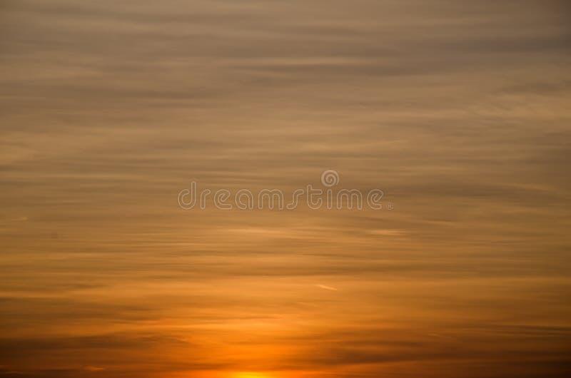 Chmurnieje tło zmierzchu niebo fotografia royalty free