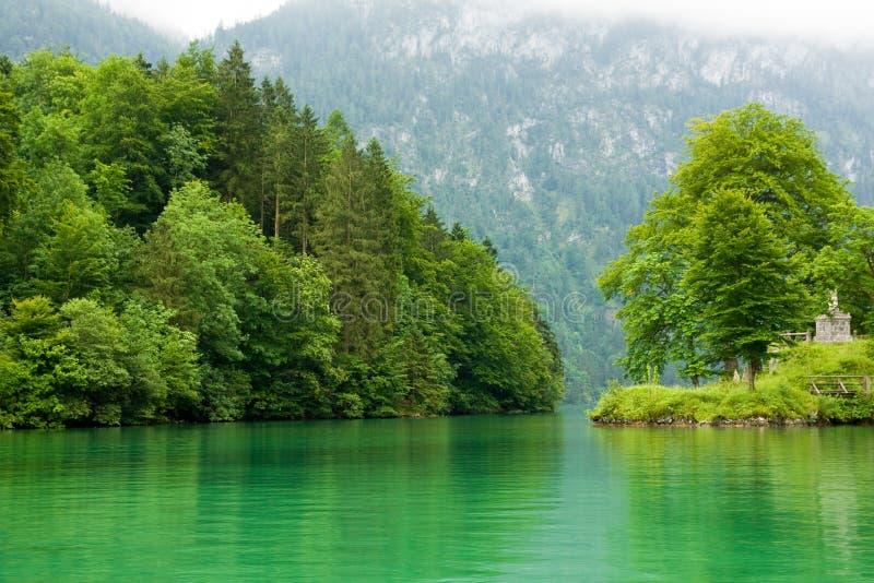 chmurny dnia jeziora krajobraz obrazy stock