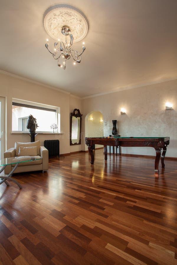 Chmurny dom - elegancki żywy pokój fotografia royalty free