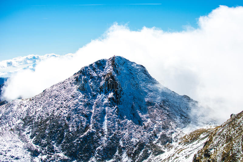 chmurny halny szczyt obraz stock