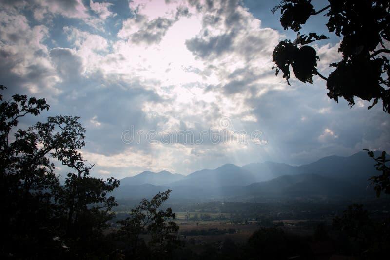 Chmurny i światło zdjęcie royalty free