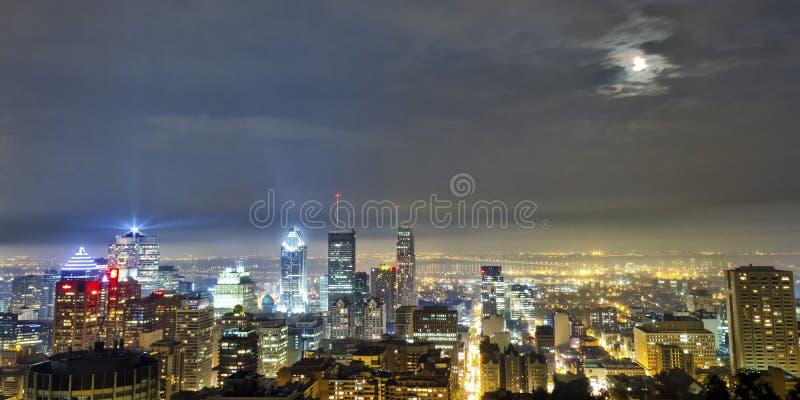 Chmurny Montreal nocą zdjęcie stock