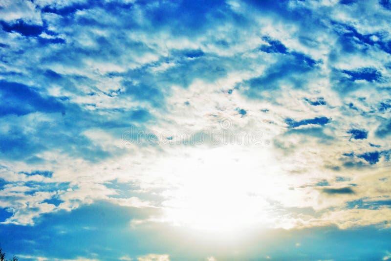 chmurny niebo, ideał dla wizerunek zmian lub tła, zdjęcia royalty free