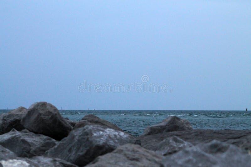 Chmurny popołudnie przy plażą zdjęcie royalty free