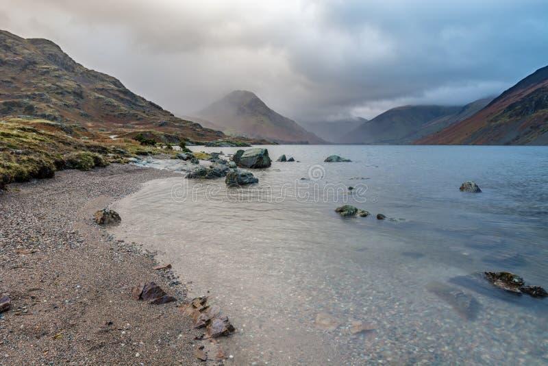 Chmurny ranek Przy Wast wodą, Jeziorny okręg, UK obrazy stock