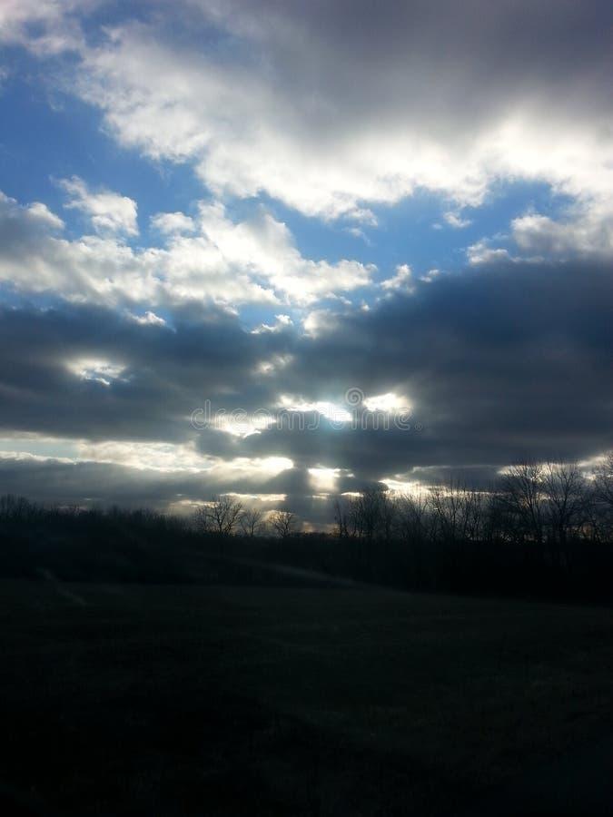 Chmurny wskazówki niebo! zdjęcie royalty free