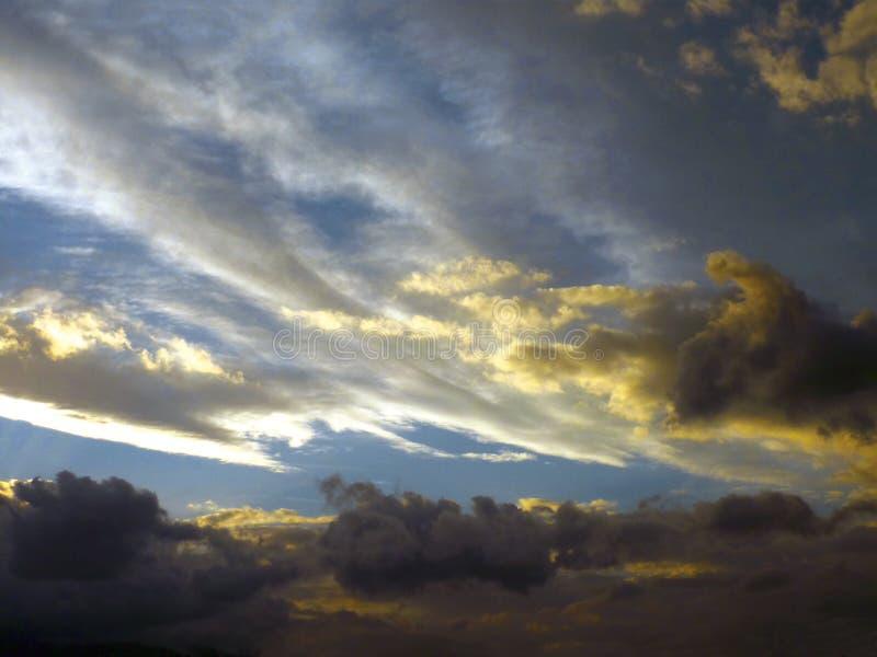 chmury barwić zdjęcia stock