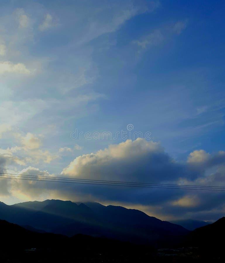 Chmury i góry obraz stock