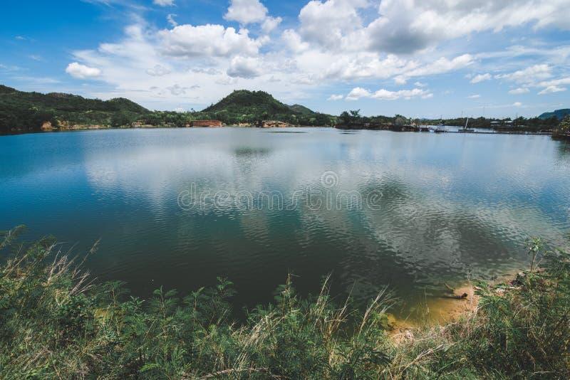 Chmury i nieba cień na jeziorze obrazy royalty free