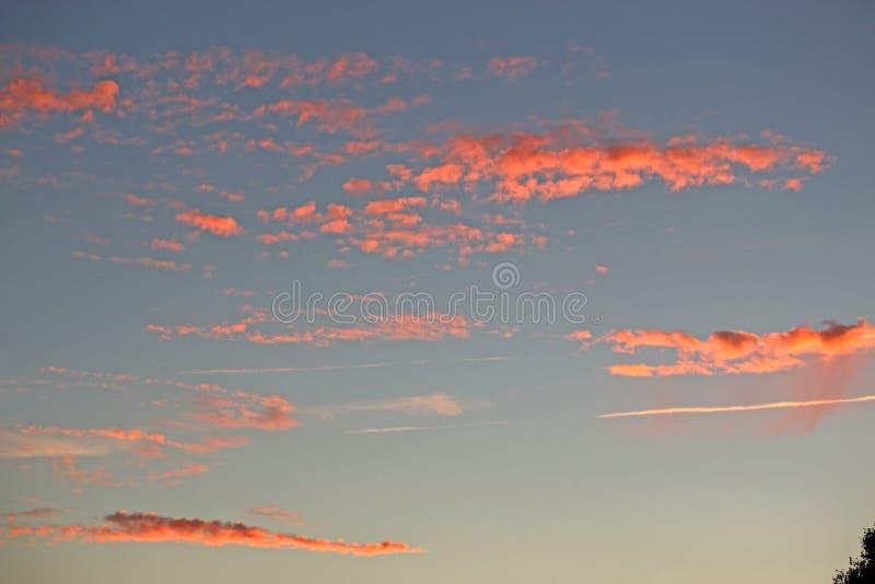 Chmury i oparów ślada zdjęcie stock