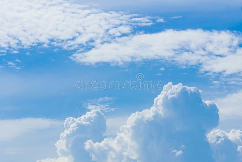Chmury jasny niebo dla tła zdjęcie royalty free
