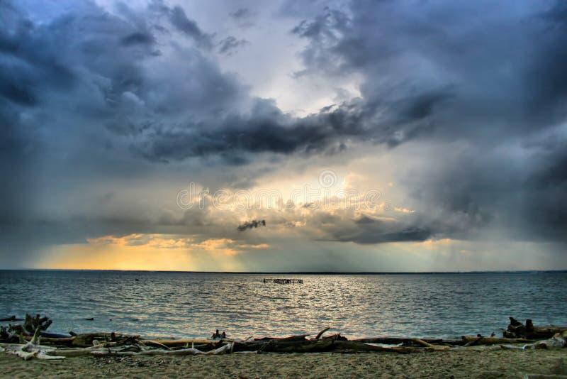 chmury kształtują teren morze fotografia royalty free