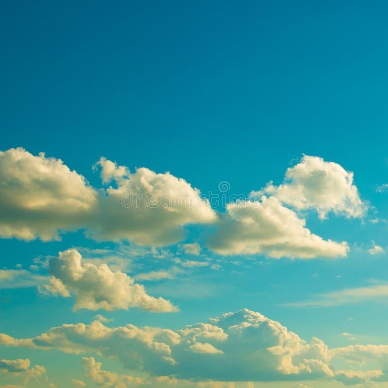 Chmury na jasnym dzień zdjęcie royalty free