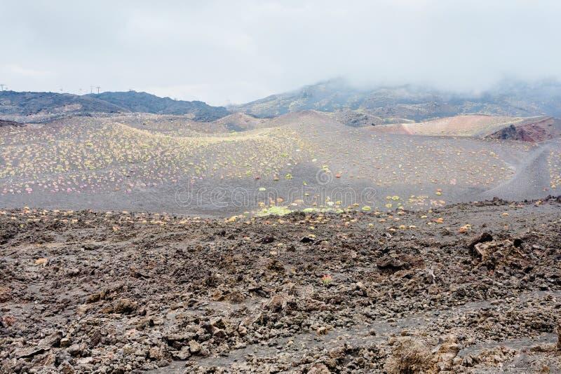 Chmury na wzmacniającym lawowym polu na górze Etna zdjęcia stock