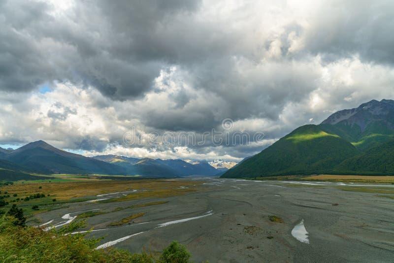 Chmury nad doliną, arthurs przechodzą, nowy Zealand 6 fotografia royalty free