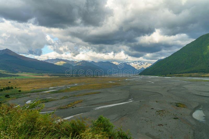 Chmury nad doliną, arthurs przechodzą, nowy Zealand 8 obrazy royalty free