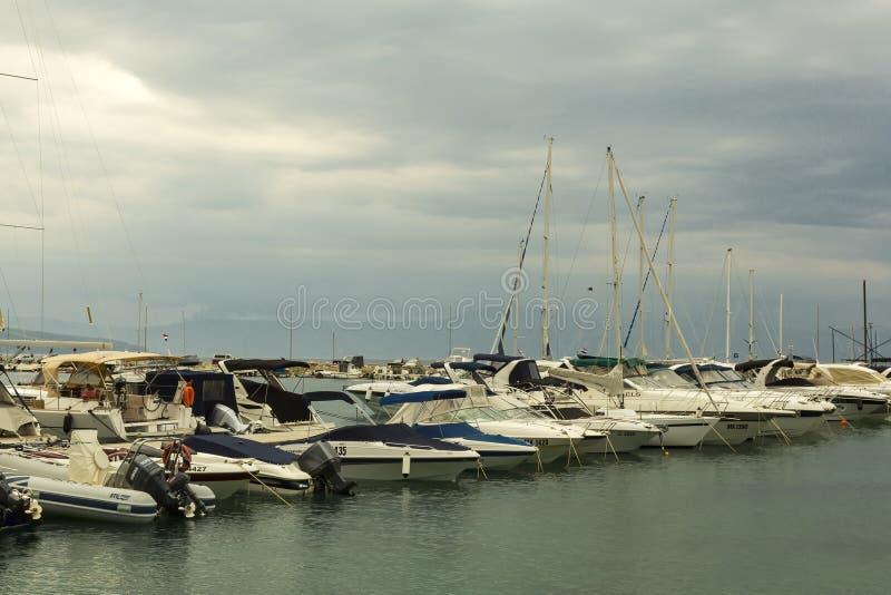 Chmury nad marina zdjęcie royalty free
